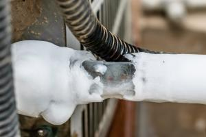 frozen pipe on air conditioner in the summer